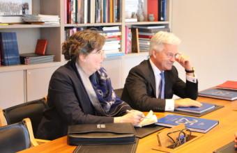 Ministro británico para Europa y las Américas dio una conferencia en Gobierno en UDD