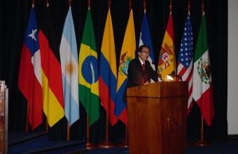 Académico del CERI participa en seminario de la Academia de Guerra