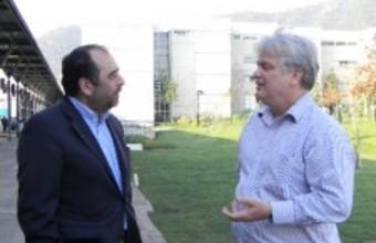 John Londregan visita la Facultad de Gobierno UDD