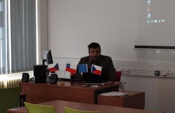 Docente de la Facultad de Gobierno participa del programa Erasmus como profesor visitante en la Universidad de Hradec Králové.